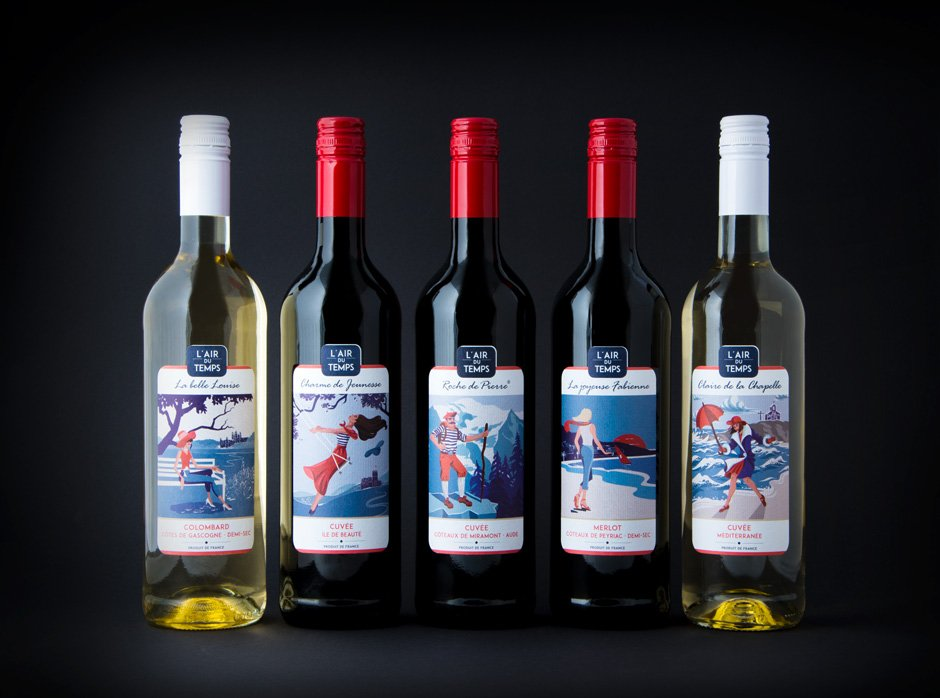 Five bottles of L´air du temps wine are standing in front of a black background presenting the freshly designed labels.